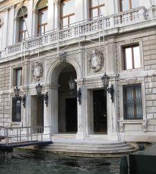 Svelata la prima opera della mostra di Hirst a Venezia