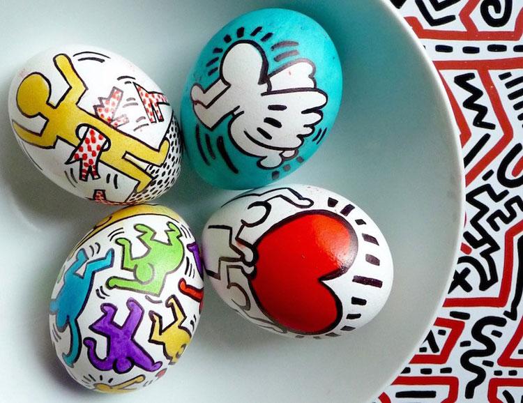 Buona pasqua con le uova artistiche di warhol