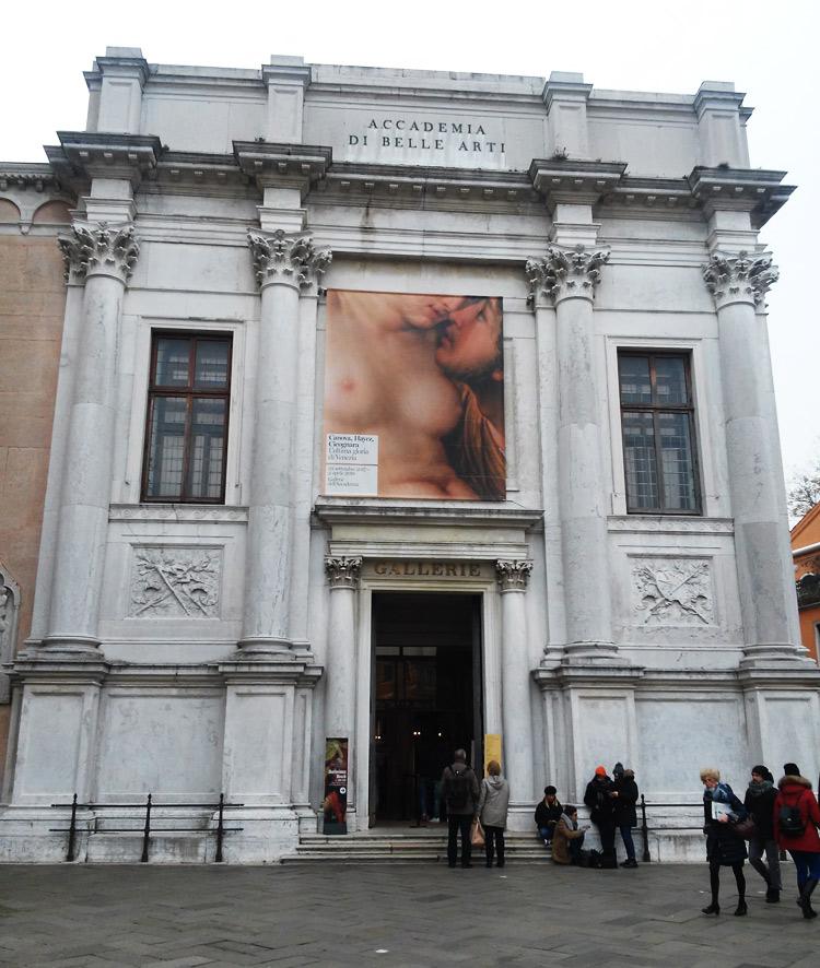 L'ingresso delle Gallerie dell'Accademia di Venezia in occasione della mostra Canova, Hayez e Cicognara. L'ultima gloria di Venezia