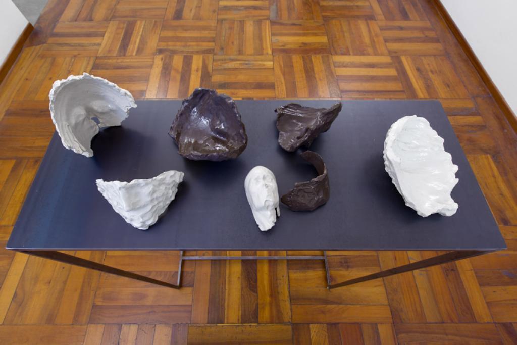 Cosimo Veneziano, Membrana (2017; sculture in ceramica, 10 x 15 cm; Courtesy Alberto Peola Artecontemporanea)