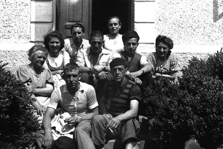 Francesc Boix, La signora Anna Pointner con le figlie e un gruppo di sopravvissuti spagnoli
