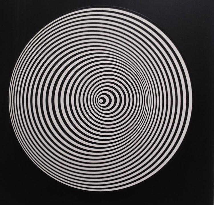 Marina Apollonio, Dinamica Circolare 6 S+S (1966; smalto su legno e meccanismo rotante motorizzato, diametro 80 cm)