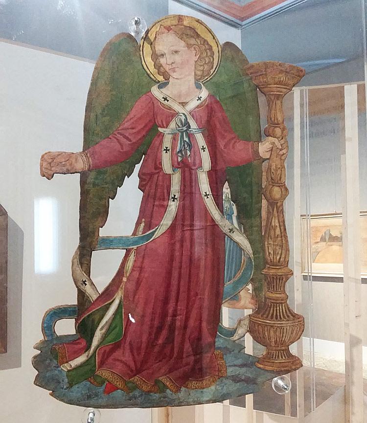 Maestro degli angeli di carta (Lorenzo di Puccio?), Angeli portacero (1450-1460 circa; tempera su carta, 63 x 43 cm ciascuno; Roma, Museo Nazionale del Palazzo di Venezia)