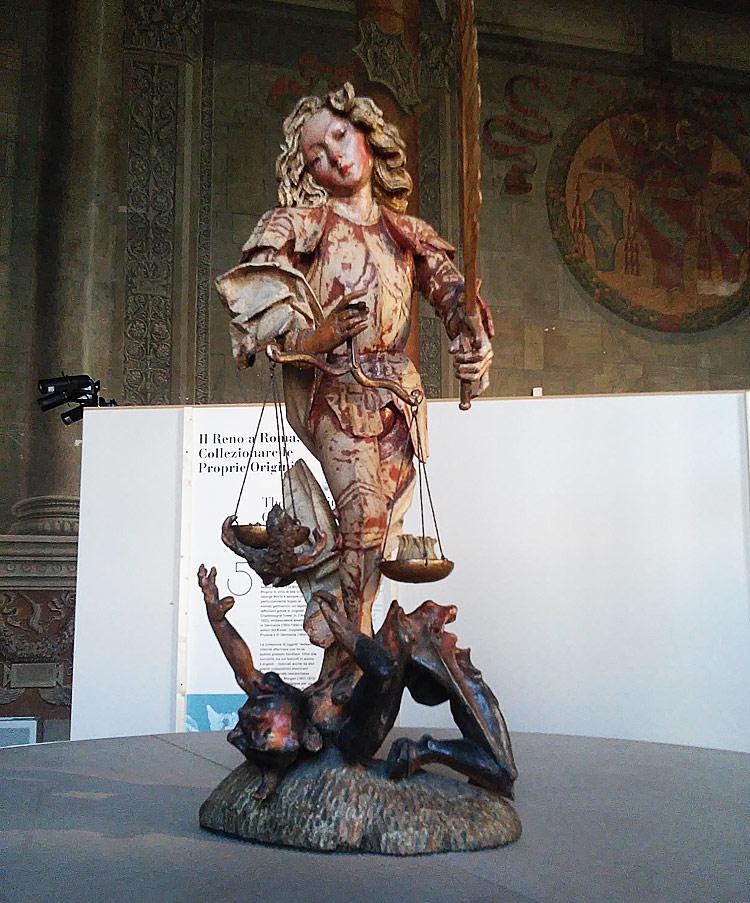 Attribuito a Michael Pacher, San Michele Arcangelo (legno di pino cembro intagliato, originariamente policromato e dorato - spada e bilancia non originali; cm 93 x 37 x 35 Roma, Museo Nazionale del Palazzo di Venezia)