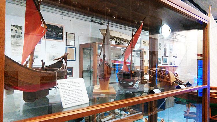 Modellini di navicelli al Museo della Cantieristica e del Canottaggio di Limite sull'Arno