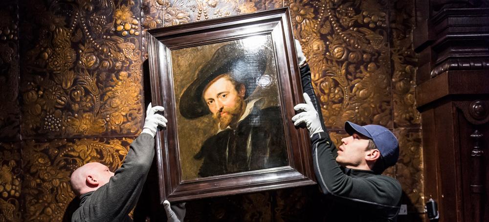 I tecnici rimuovono l'autoritratto di Rubens dalla sua parete