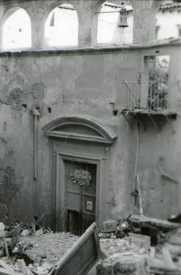 Palermo, oratorio di San Lorenzo, ingresso su via Immacolatella dopo il bombardamento del 15 febbraio 1943