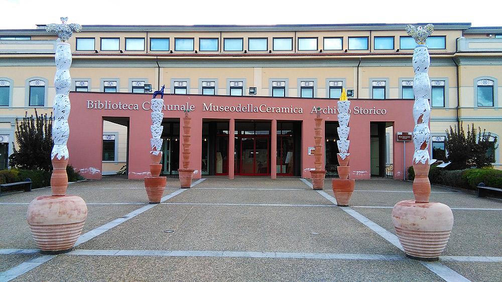 La facciata del Museo della Ceramica di Montelupo