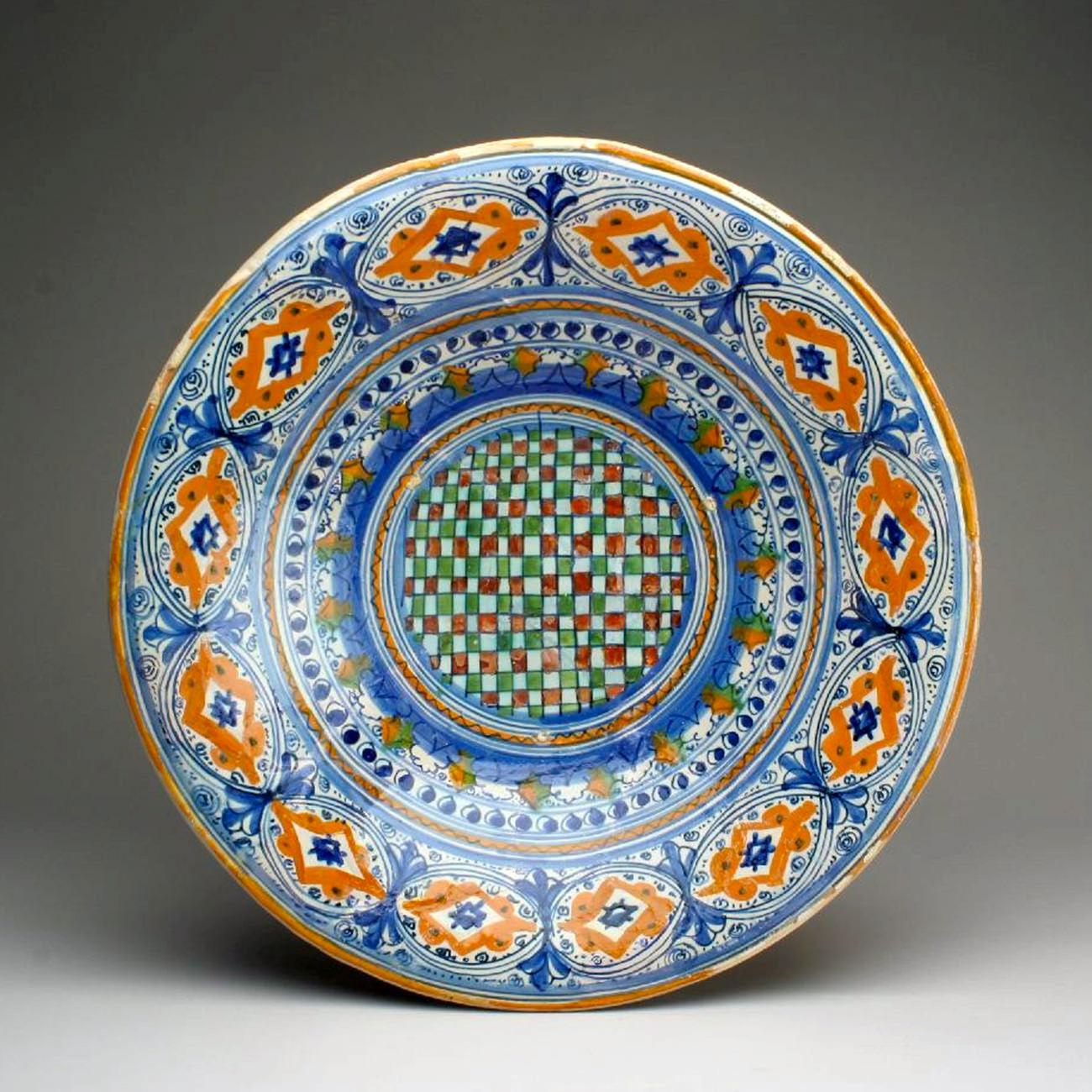 Piatto a ovali e rombi (1500-1510 circa; maiolica; Montelupo Fiorentino, Museo della Ceramica)