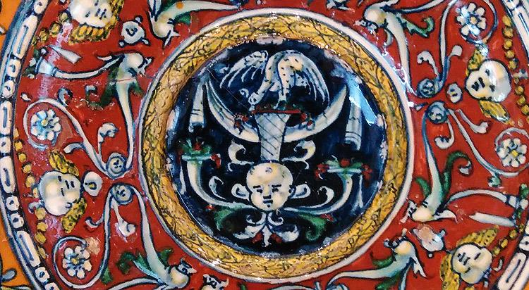 La decorazione al centro del fondo del Rosso di Montelupo