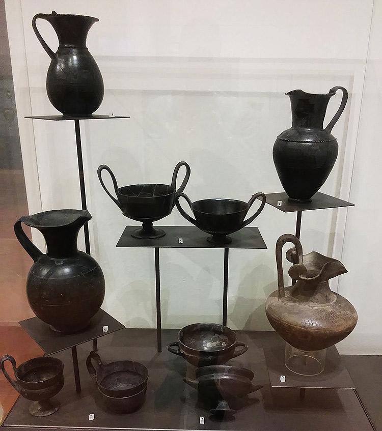 Collezione di buccheri al Museo Nazionale Etrusco di Chiusi
