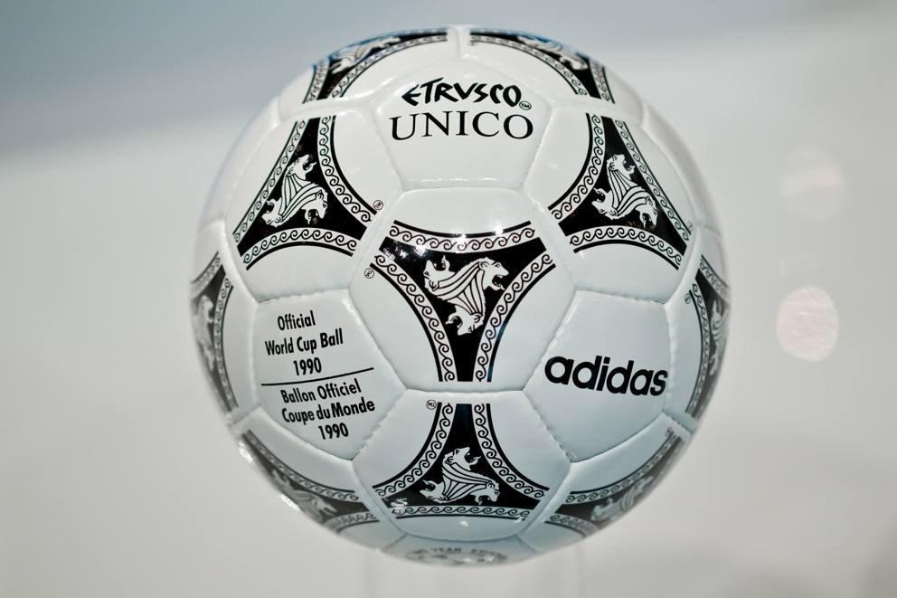 Etrusco, il pallone ufficiale dei Mondiali di calcio di Italia 90