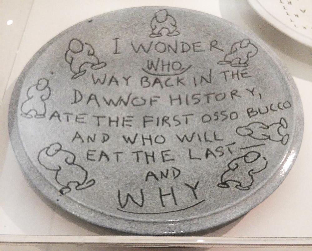 Emmett Williams, Osso bucco (1989-1991, smalti su ceramica, diametro 55 cm; Collezione Sarenco)
