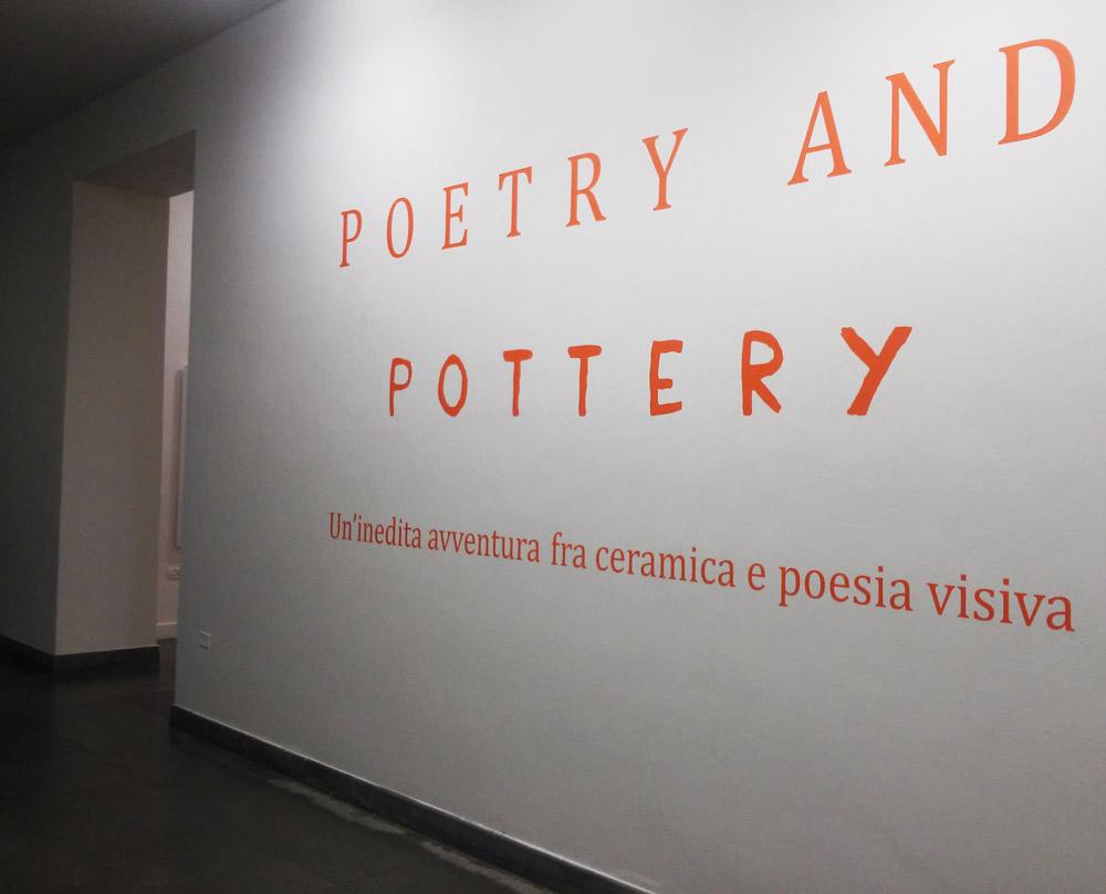 Ingresso della mostra Poetry and Pottery al CAMeC (La Spezia)