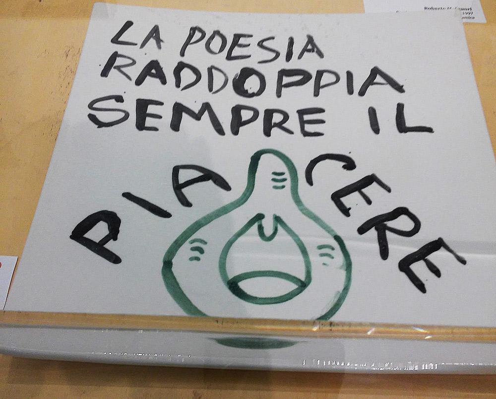 Roberto Malquori, La poesia raddoppia sempre il piacere (1997, smalti su ceramica, 28,5 x 28,5 cm; Collezione privata)