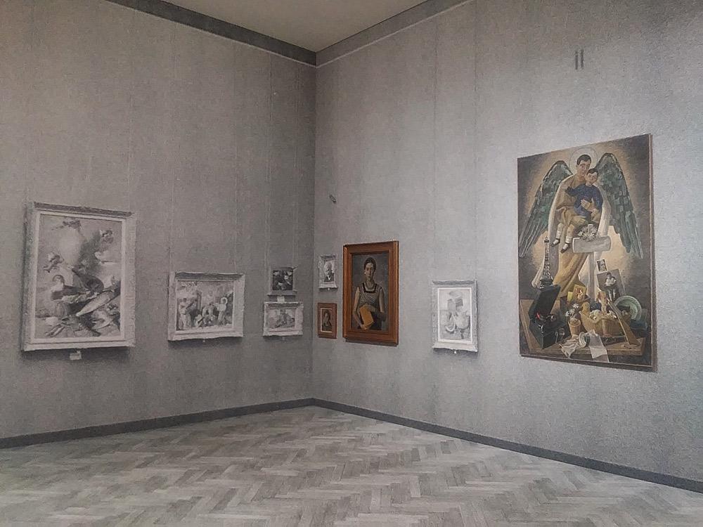 Sala della mostra Post Zang Tumb Tuuum alla Fondazione Prada di Milano. Ph. Credit Finestre sull'Arte