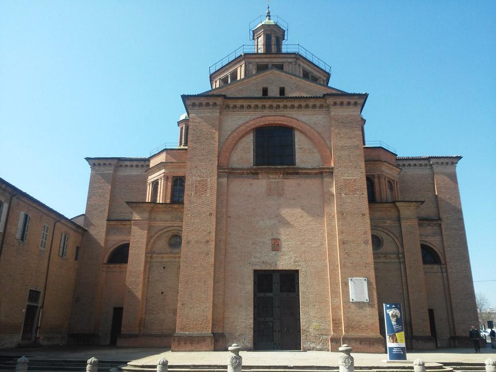Piacenza, la facciata della basilica di Santa Maria di Campagna