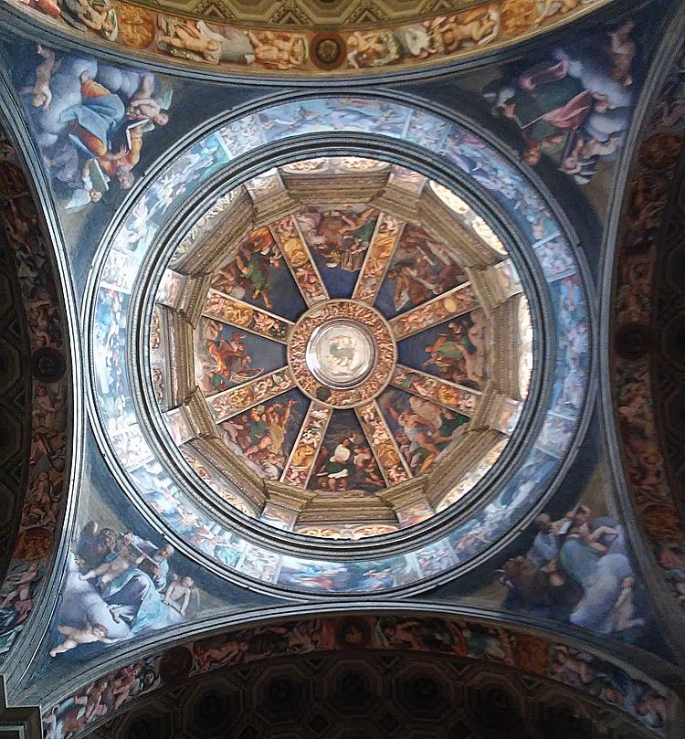 Vista della cupola di Santa Maria di Campagna dal basso