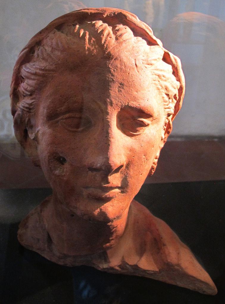 Busto femminile con pettinatura a melone