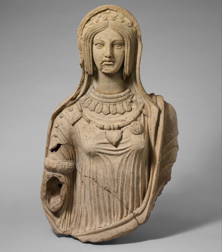 Statua di giovane donna
