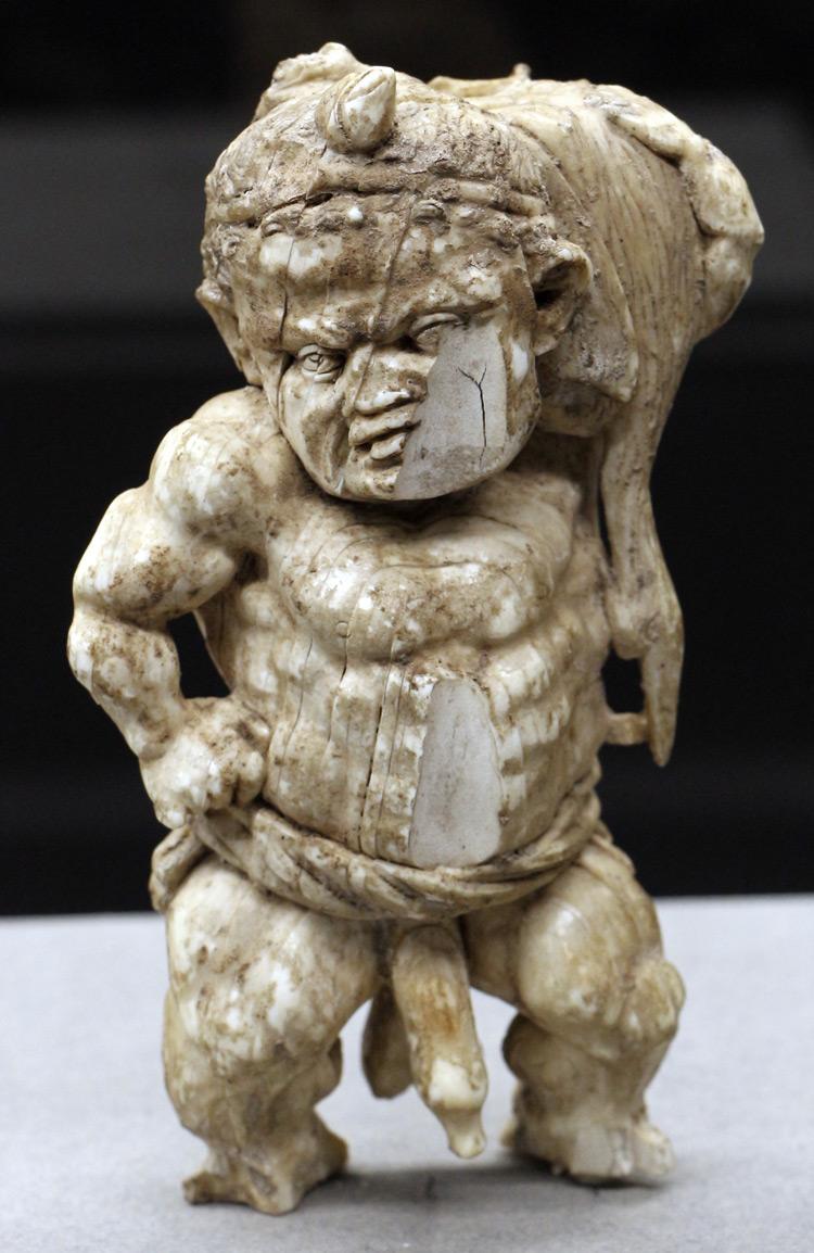 Arte ellenistica, Pigmeo (325-300 a.C. circa; avorio; Firenze, Museo Archeologico Nazionale)
