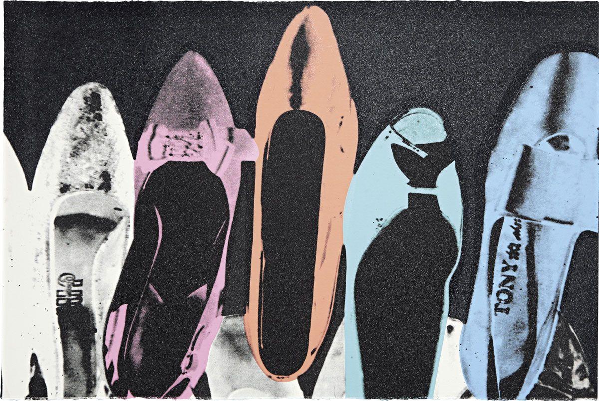 Andy Warhol, Diamond Dust Shoes (1980; stampa a inchiostro e polvere di diamante su carta, 101,6 x 152,4 cm; Collezione privata)