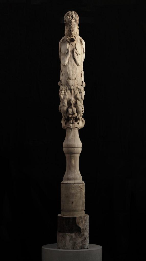 Nicola Samorì, Lieve legno (2017; legno di noce, 275 x 40 x 30 cm)