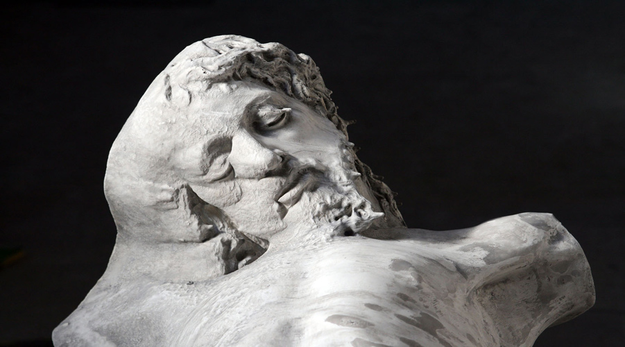 Nicola Samorì, r41 (2010; gesso alabastrino, cera, pigmenti, 170 x 115 x 45 cm)