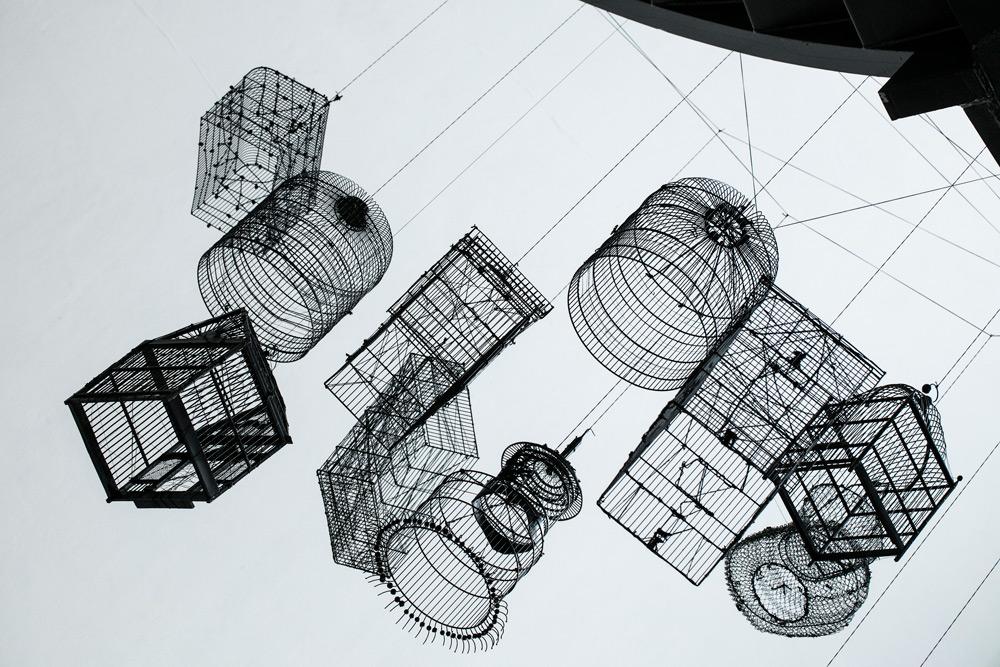 Andrea Bianconi, Trap for clouds (2011; installazione con gabbie, dimensioni variabili; courtesy AmC Collezione Coppola, Vicenza)