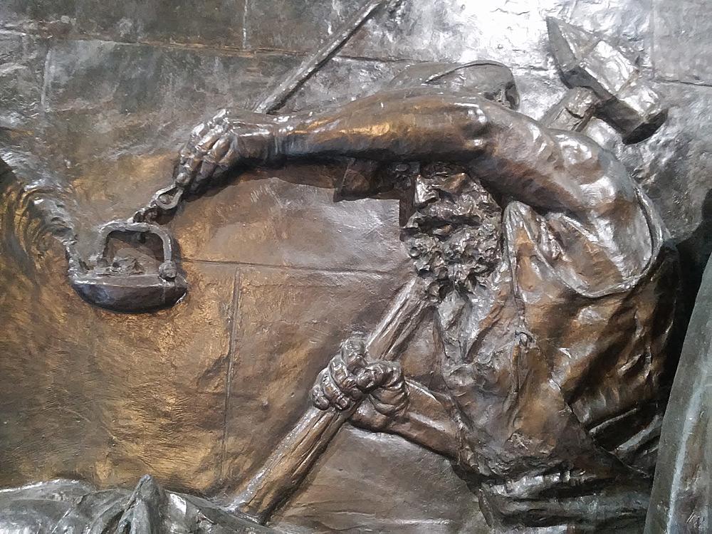 Vincenzo Vela, Monumento alle vittime del lavoro, il lavoratore con mazza e lucerna