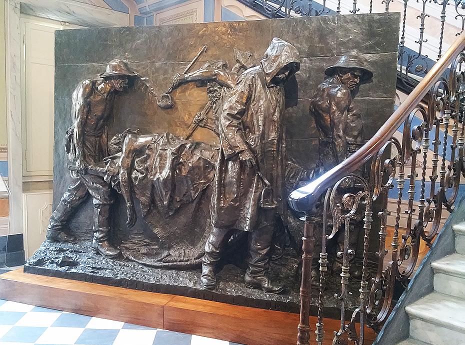 Il Monumento alle vittime del lavoro di Vincenzo Vela in mostra a Carrara