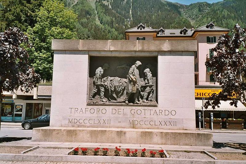 Vincenzo Vela, Monumento alle vittime del lavoro (1882, fusione del 1932; bronzo; Airolo, piazzale della stazione ferroviaria). Ph. Credit Markus Schweiss