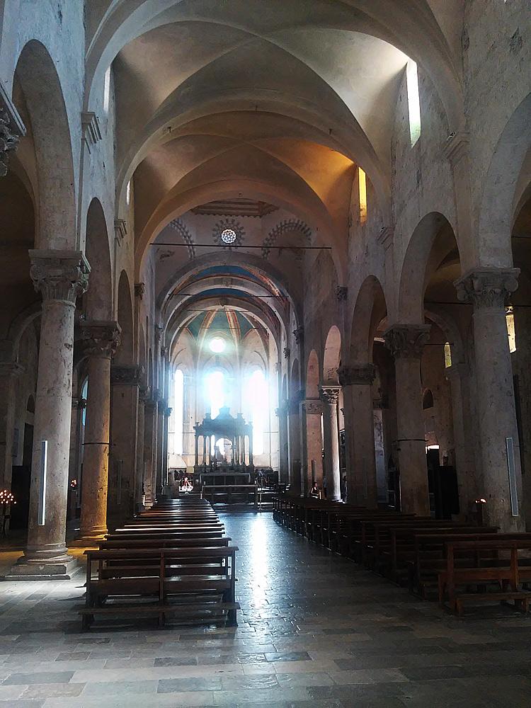 Interno del Duomo di San Cerbone. Ph. Credit Finestre sull'Arte