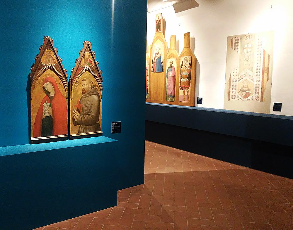Una sala della mostra su Ambrogio Lorenzetti a Massa Marittima