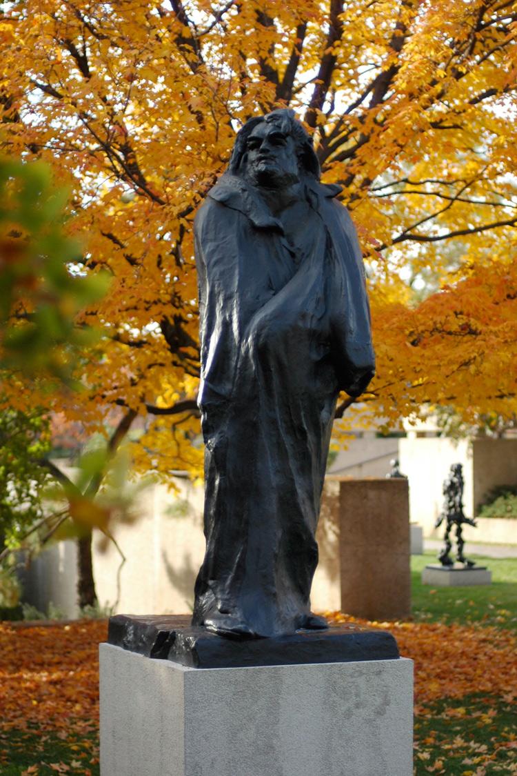 Auguste Rodin, Monumento a Honoré Balzac (1898, fusione del 1935; bronzo, 270 x 120,5 x 128 cm; Parigi, Musée Rodin - giardini)