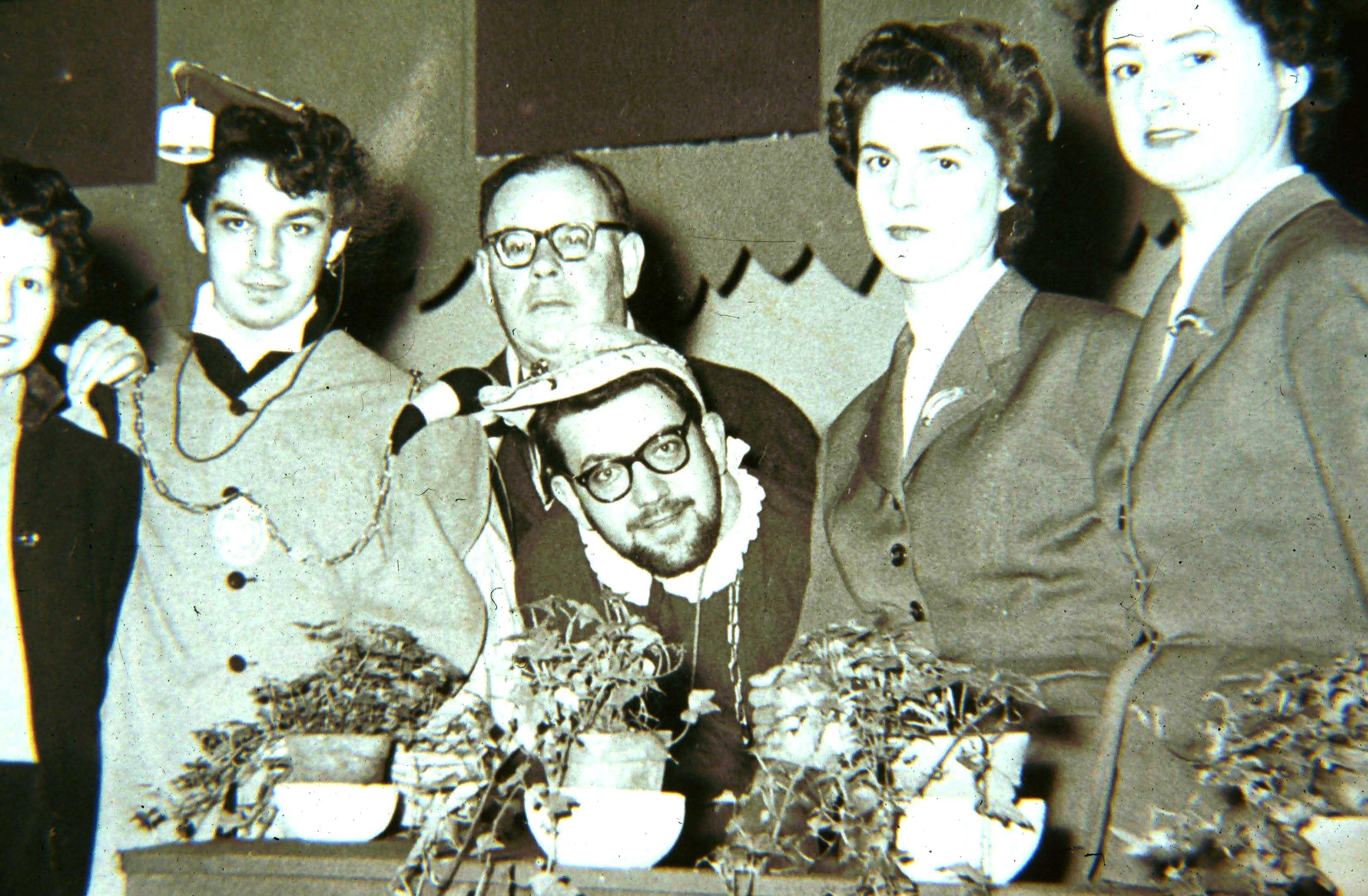 Lionello Puppi (al centro in basso) negli anni Sessanta