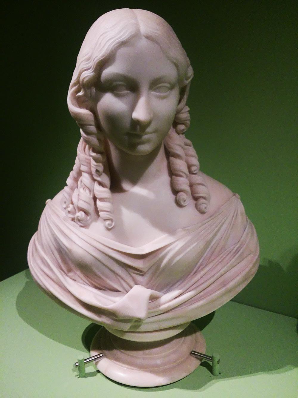 Lorenzo Bartolini, Busto-ritratto di Teresa Gamba Guiccioli (1821-1822; marmo, 66 x 49 x 32 cm; Ravenna, Biblioteca Classense)