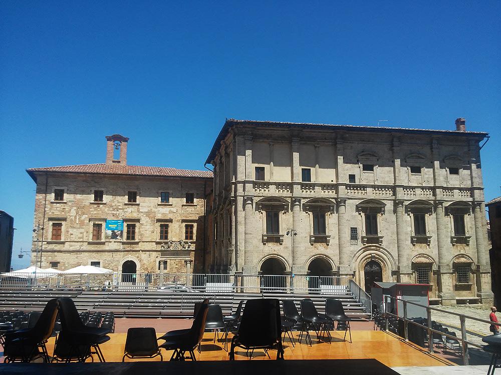 Realtà: Piazza Grande (Montepulciano)