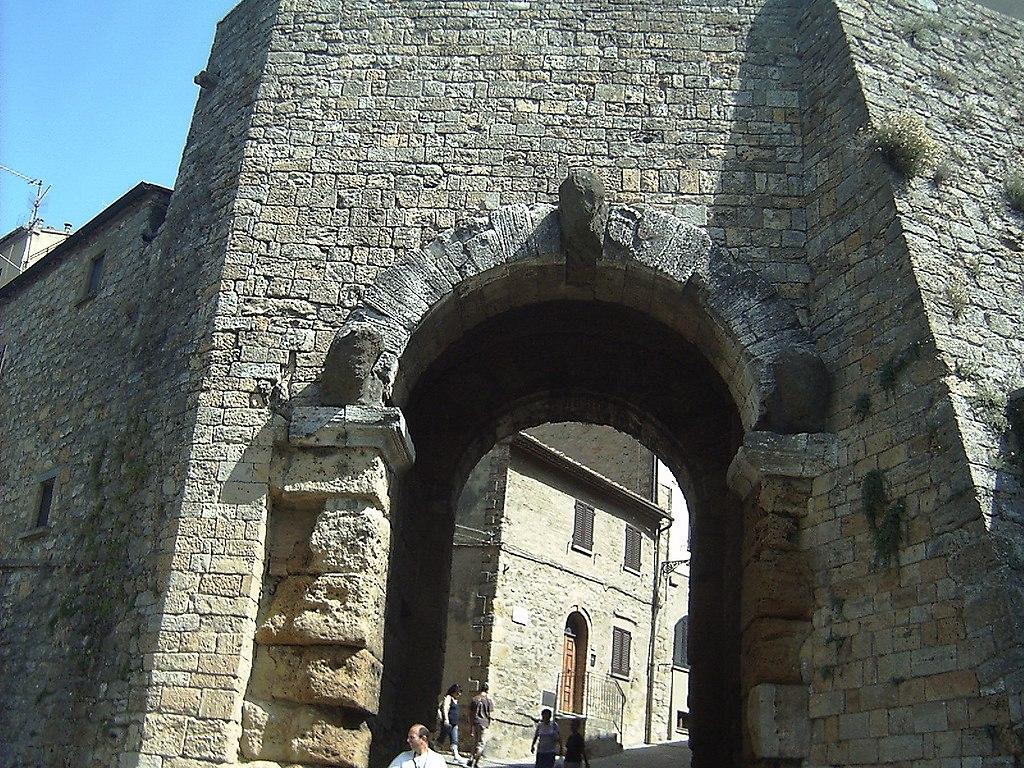 Realtà: la Porta dell'Arco di Volterra