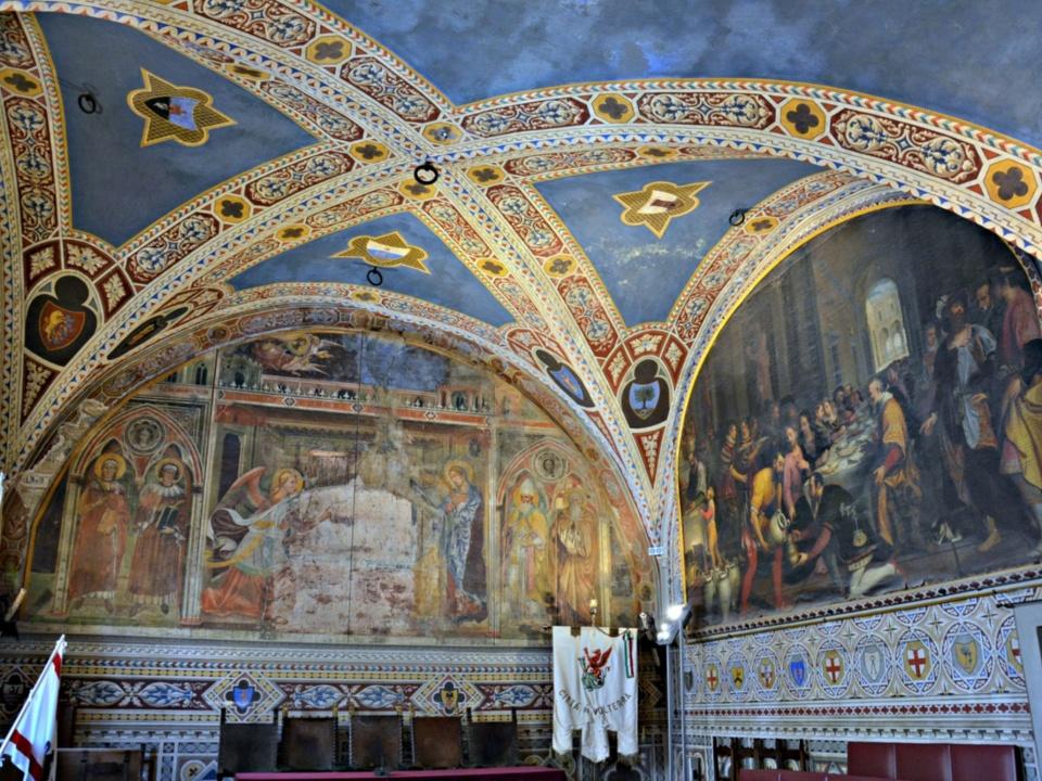 Realtà: la Sala del Consiglio di Palazzo dei Priori (Volterra)