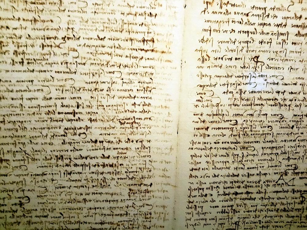 Leonardo da Vinci, Codice Leicester, fogli 17v-20r (1506-1510; manoscritto su carta; Collezione privata). Courtesy Bill Gates