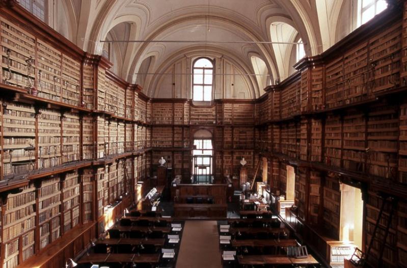 Il Salone Vanvitelliano della Biblioteca Angelica