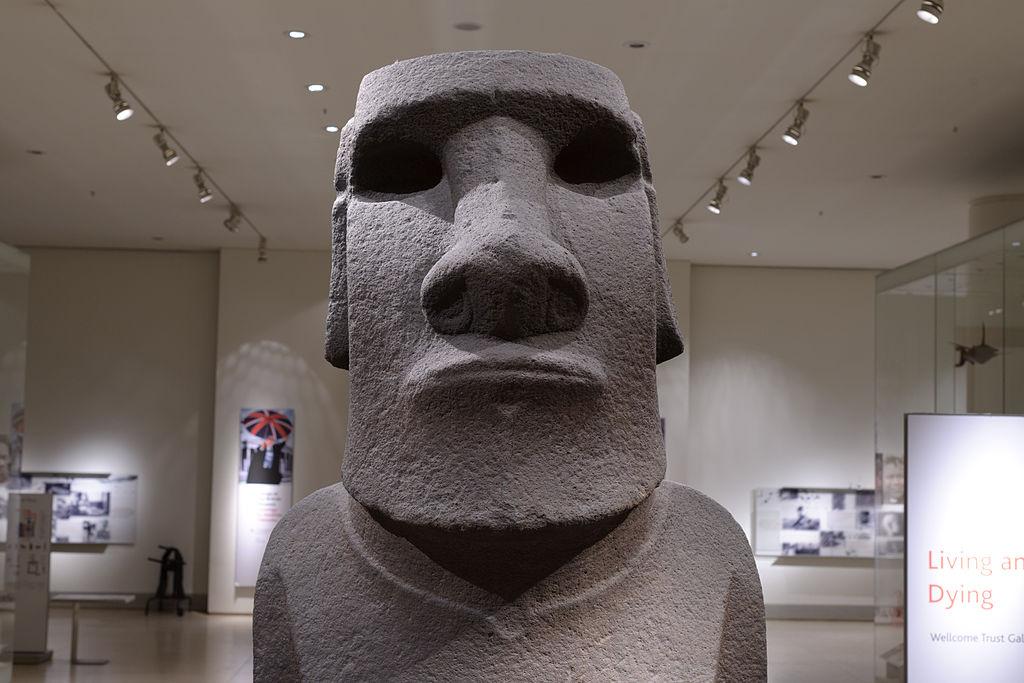 Londra, una delegazione dell'Isola di Pasqua chiede al British Museum la restituzione di un moaï