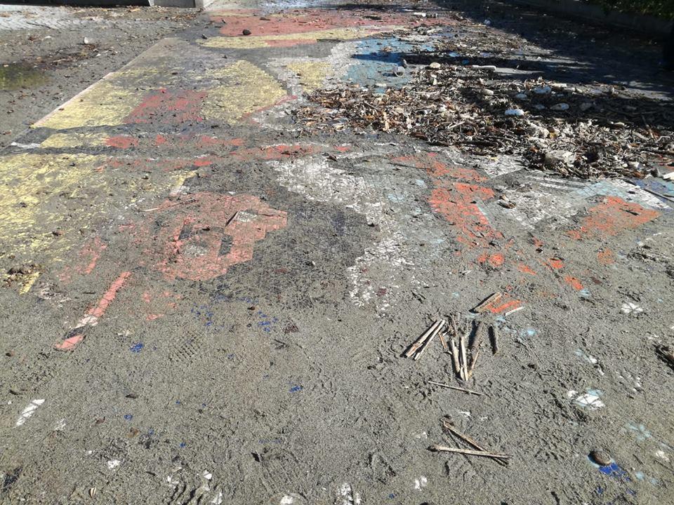 Maltempo ad Albissola Marina, un palmo di fango sui mosaici dei grandi artisti del Novecento