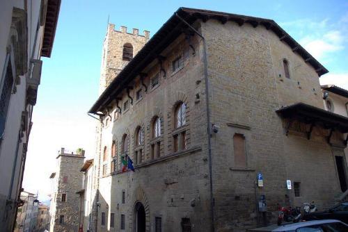 Arezzo, due dipendenti dell'Archivio di Stato muoiono intossicati sul lavoro. Il ministro dispone un'ispezione interna