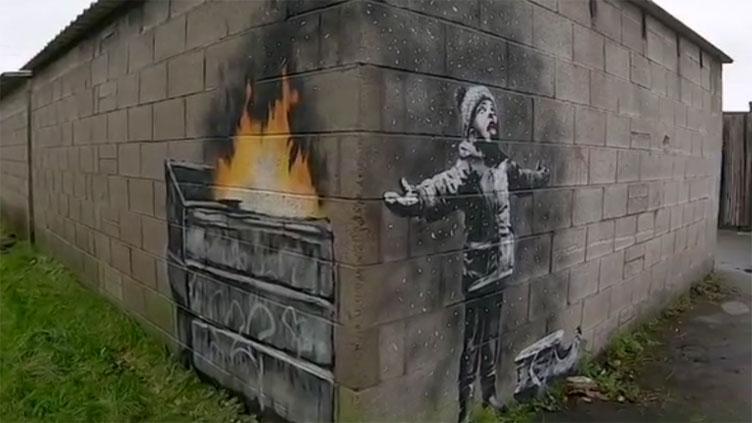 """Una nuova opera di Banksy compare in Galles: un augurio di """"buone feste"""" contro l'inquinamento"""