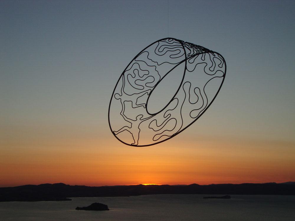 Nel giardino magico di Carmine Leta: sculture di ferro e aria