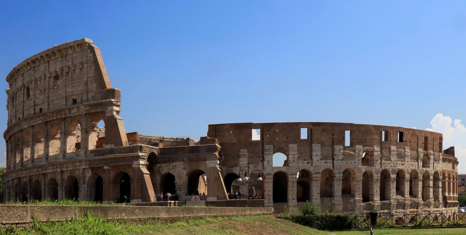 Il ministro Alberto Bonisoli vuole più vigilanza armata intorno al Colosseo