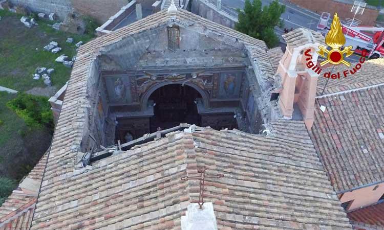Crollo San Giuseppe dei Falegnami, la Procura avvia un'indagine per disastro colposo. Continua la messa in sicurezza