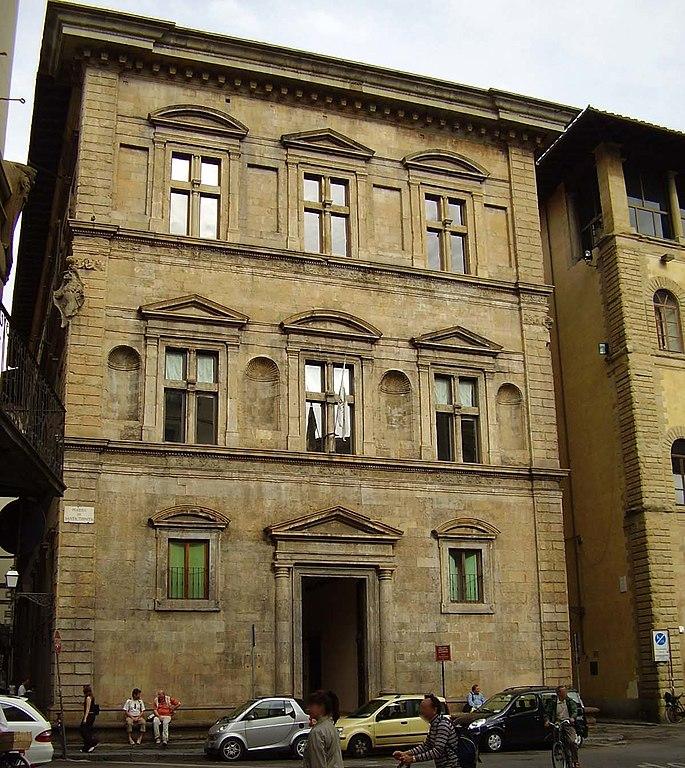 Firenze, si stacca una parte del muro esterno dell'antico Palazzo Bartolini Salimbeni